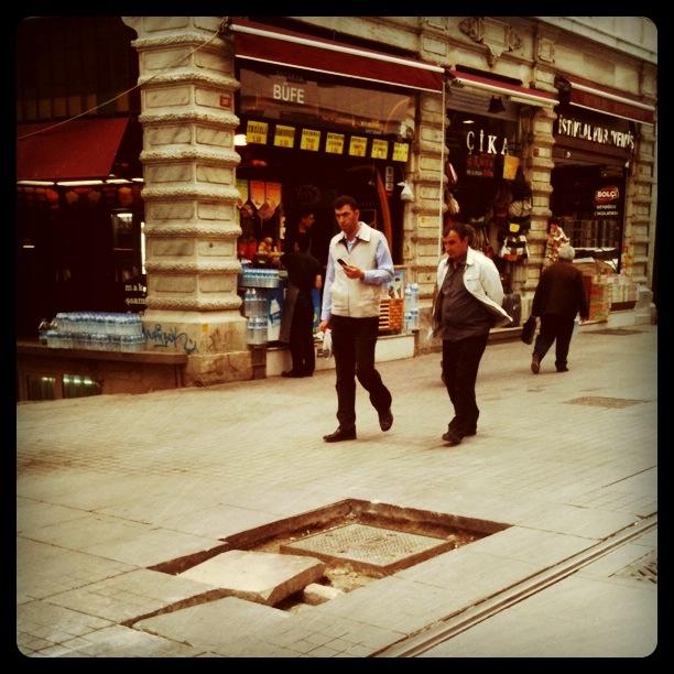 istiklal caddesi_kaldırım