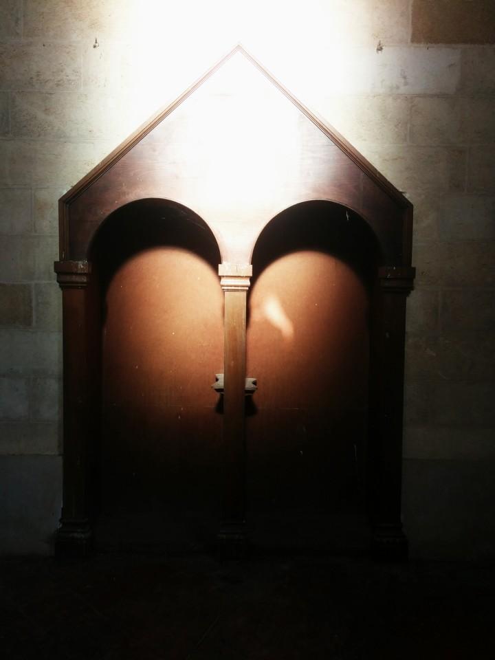 Cemaati artık olmayan kilise de terk edilmiş durumda.